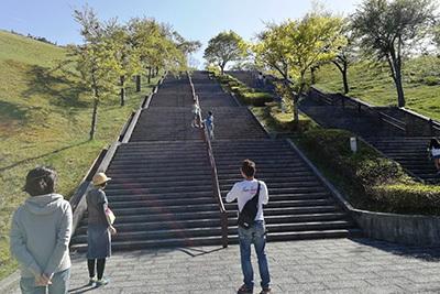 ビラデスト1日目_階段ジャンケン.jpg