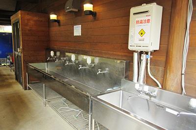 森のひととき3_炊事棟湯沸かし器2980.JPG